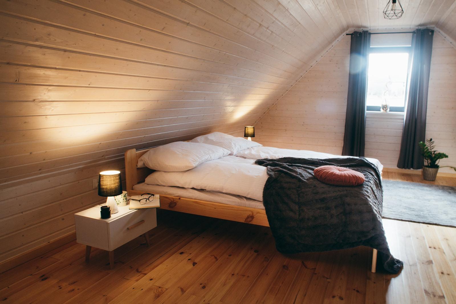 Domki nad Jeziorem Żywieckim, wnętrze sypialnia duża