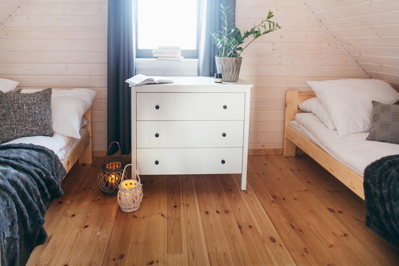 noclegi w domkach nad Jeziorem Żywieckim, wnętrze, sypialnia mała