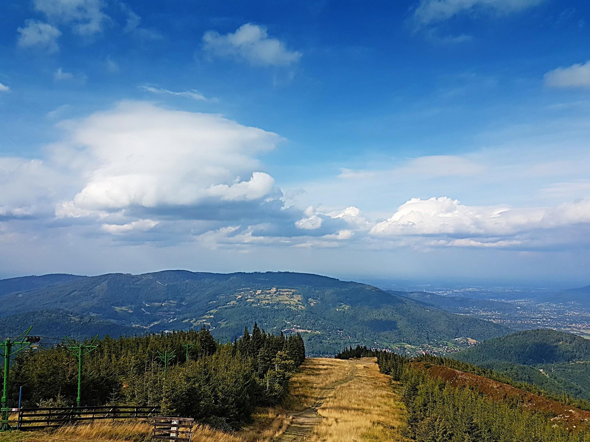 Beskidy Barania Góra, widok ze szlaku, w pobliżu domków nad Jeziorem Żywieckim, Rozmaryn