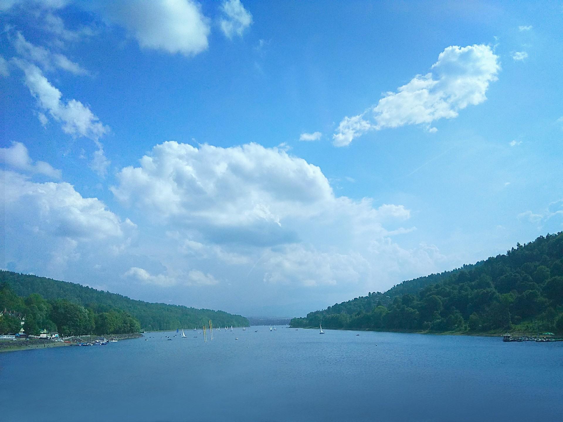 Jezioro Żywieckie, zapora, niedaleko domków Rozmaryn nad jeziorem