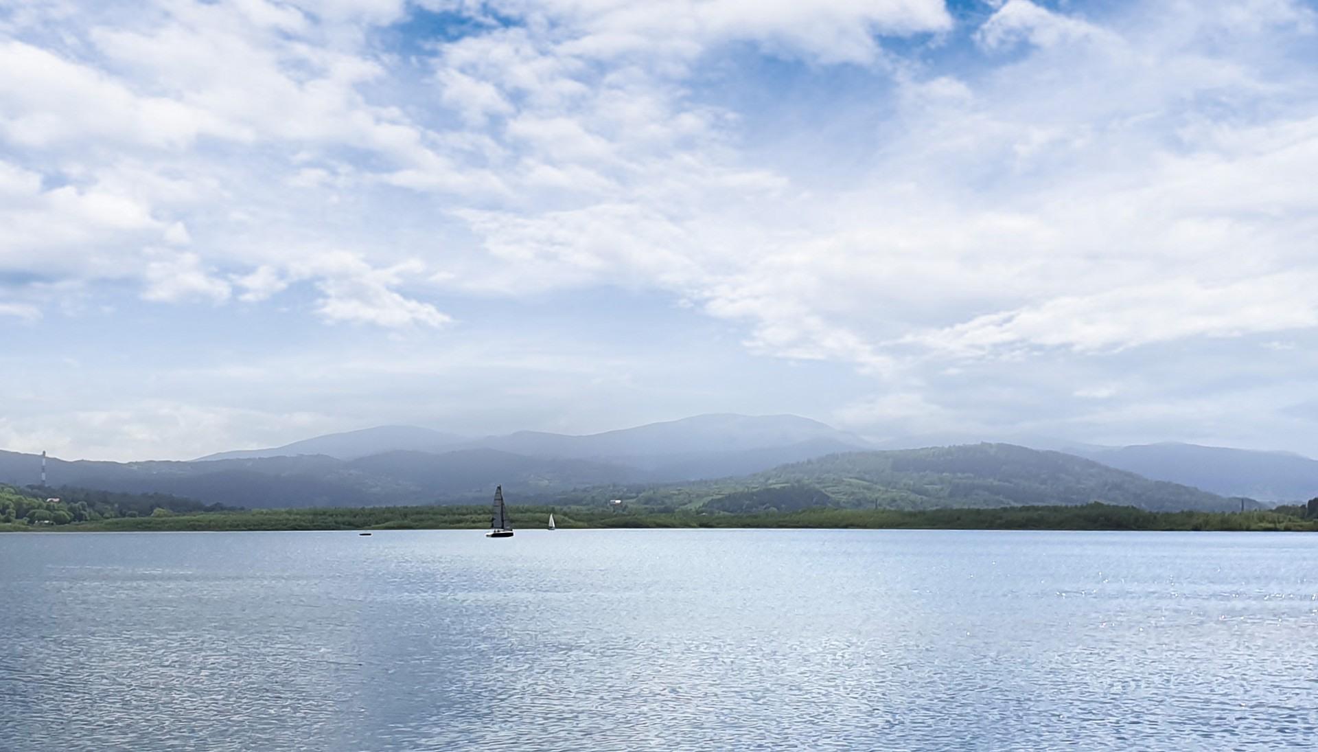 jezioro żywieckie noclegi, żeglowanie lokalna atrakcje, przystań, żaglówki